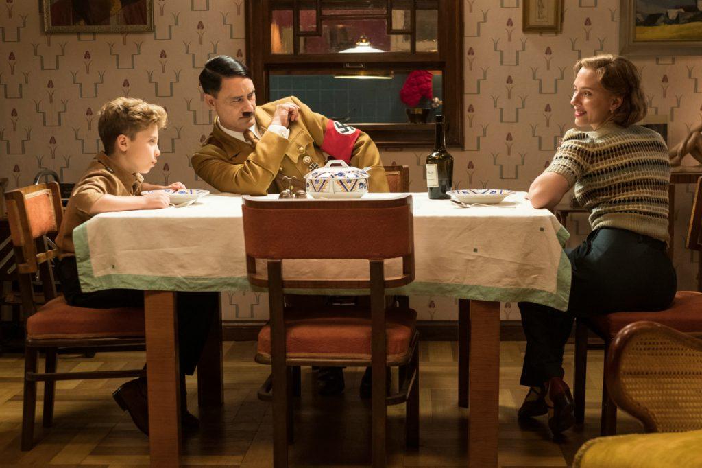 Jojo, seine Mutter und Hitler beim Abendessen