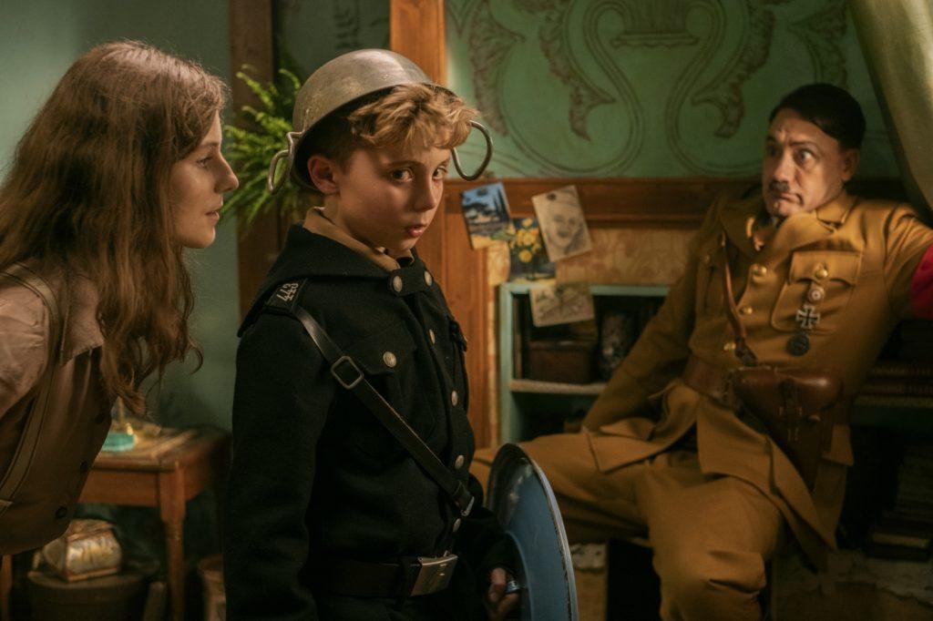 Mit Rüstung und seine imaginären Führerr verhandelt der ängstliche Jojo mit Elsa