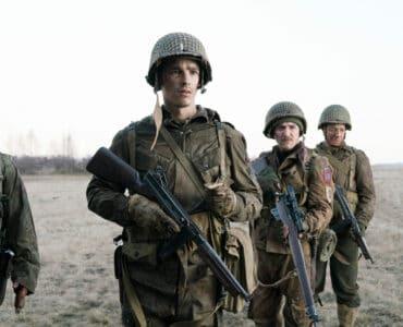 Die Truppe Chris (Brenton Thwaites) aus Soldaten in Ghosts of War wird mit den Grausamkeiten des Krieges konfrontiert.