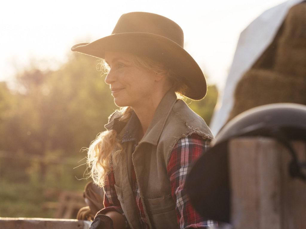Nina Hoss als Wiebke lebt glücklich auf ihrem Pferdehof