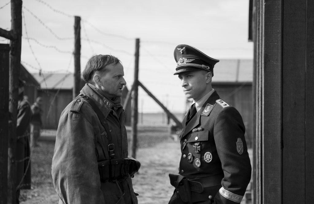 Der Hauptmann - Max Hubacher und Milan Peschel