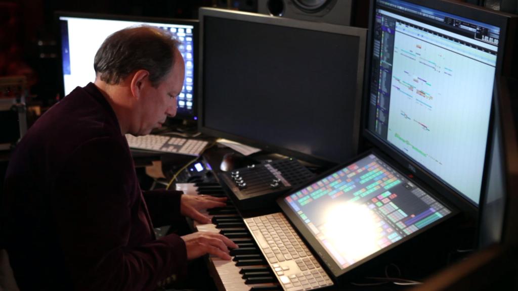 """Hans Zimmer bei der Arbeit in """"Score - Eine Geschichte der Filmmusik"""" © EuroVideo"""