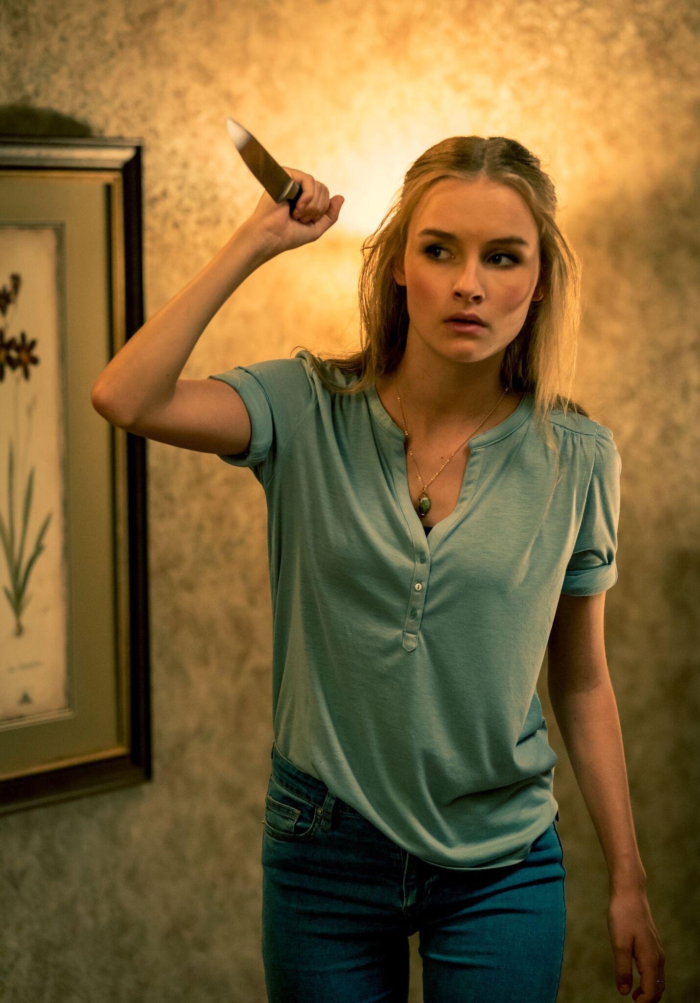 """Gegen den Eindringling gerüstet? Olivia DeJonge in """"Better Watch Out"""" von Constantin Film"""