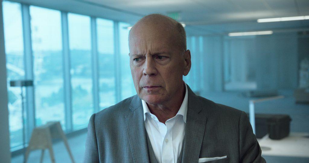 Bruce Willis schaut ein wenig griesgrämig drein in 10 Minutes Gone