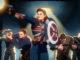 Ein Szenenbild aus der Zeichentrickserie What If...? zeigt eine weibliche Superheldin mit Schild und Feuerwaffe vor einigen Männern, die ebenfalls bewaffnet sind.