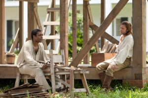 """Chiwetell Ejiofor und Brad Pitt in 12 Years a slave (TOBIS). Quelle: DVD/Blu-ray 12 Years a Slave"""" ©Universal Pictures"""