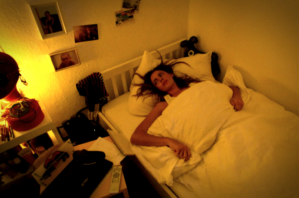 Der Nachtmahr gönnt Tina keinen Moment der Ruhe. © Koch Films
