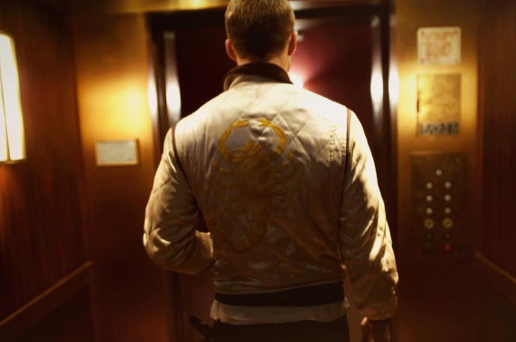 """Ryan Gosling ist in """"Drive"""" in seiner stylischen Skorpion Jacke stets grandios in Szene gesetzt. © Universum Film Home Entertainment"""