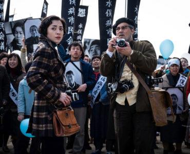 Mitsuo (Minami) und Smith (Johnny Depp) wollen alles dokumentieren in Minamata © Larry Horricks / HanWay Films