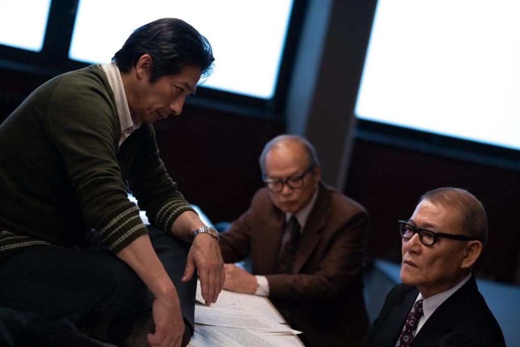 Eine dreiköpfige Diskussion innerhalb des Chemiekonzerns in Minamata