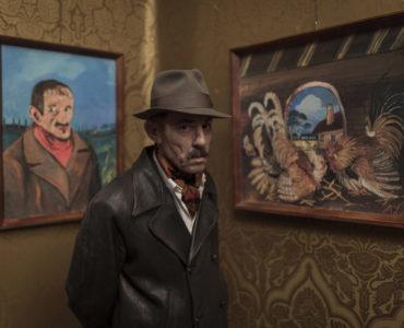 Toni (Elio Germano) kann seine Kunst eines Tages in Galerien ausstellen in Volevo nascondermi © Chico De Luigi