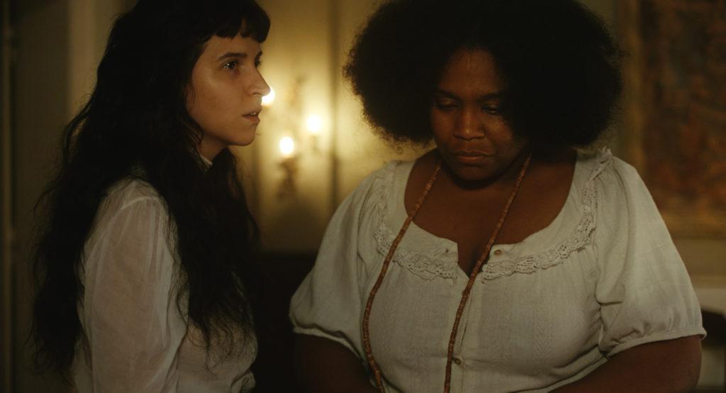 Ana (Carolina Bianchi) hat wieder eine Vision in Gegenwart von Iná (Mawusi Tulani) in Todos os mortos © Hélène Louvart/Dezenove Som e Imagens