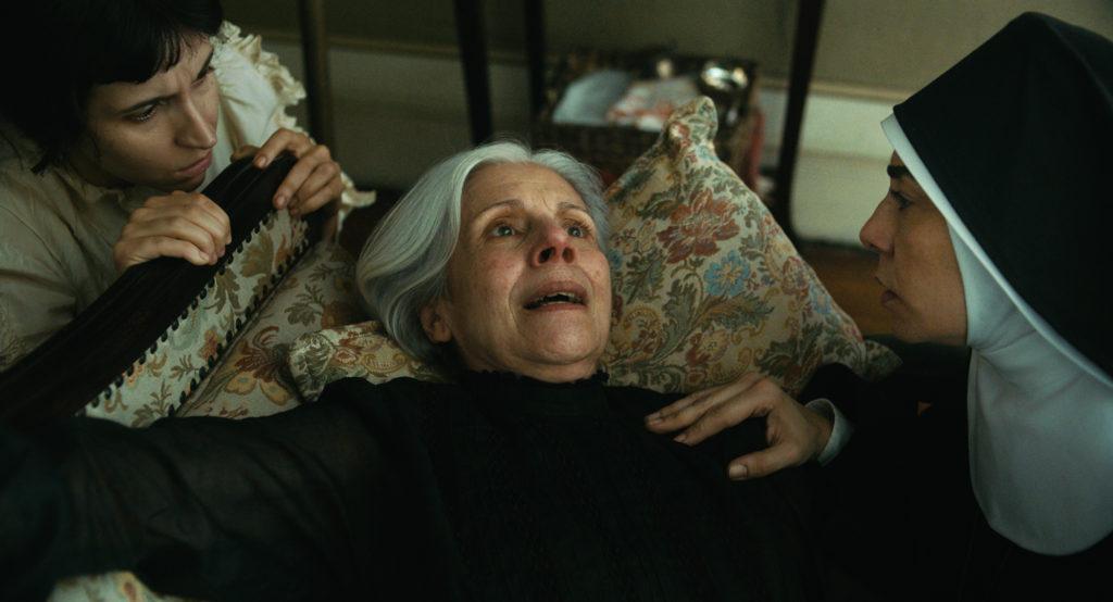 Die Mutter der Familie hat starke Schmerzen in Todos os mortos © Hélène Louvart/Dezenove Som e Imagens
