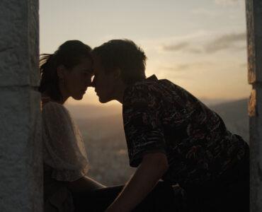 Faruk und Mona bei dem ersten Kuss bei Sonnenuntergang - Tabija