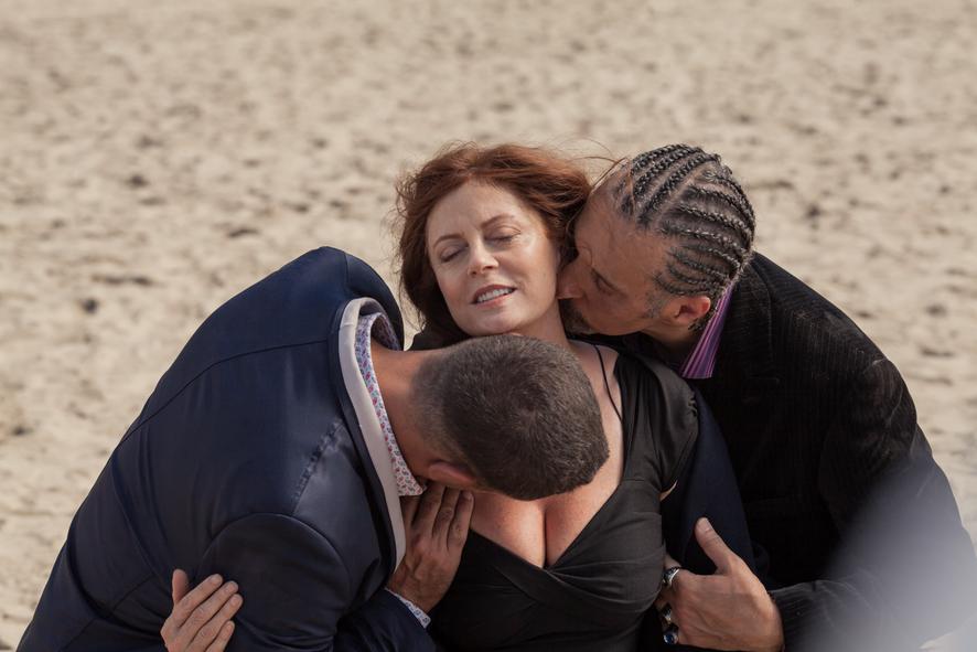 John Turturro und Bobby Cannavale küssen Susan Sarandon leidenschaftlich an Brust und Hals - Jesus Rolls