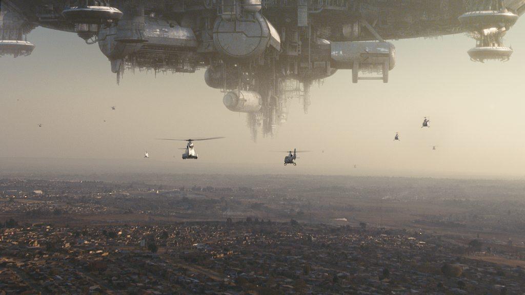 Havarierte Raumschiff schwebt über Johannesburg, Platz 3 der besten Alien-Filme: District 9