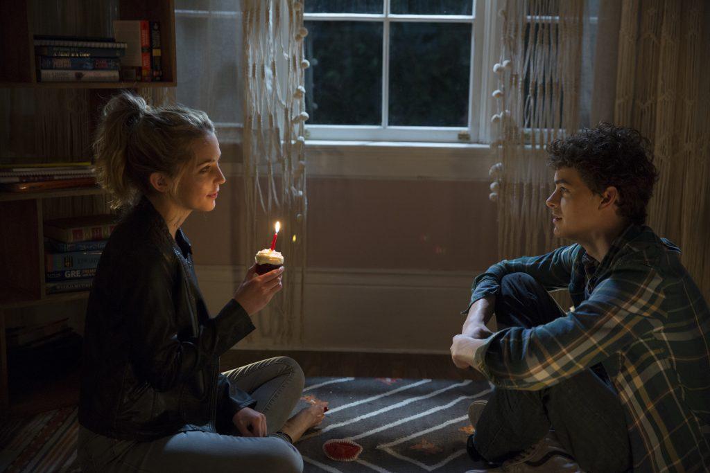 """Jessica Rothe und Israel Broussard als """"Tree Gelbman"""" & """"Carter Davis"""" in """"Happy Deathday"""" by Universal Pictures"""