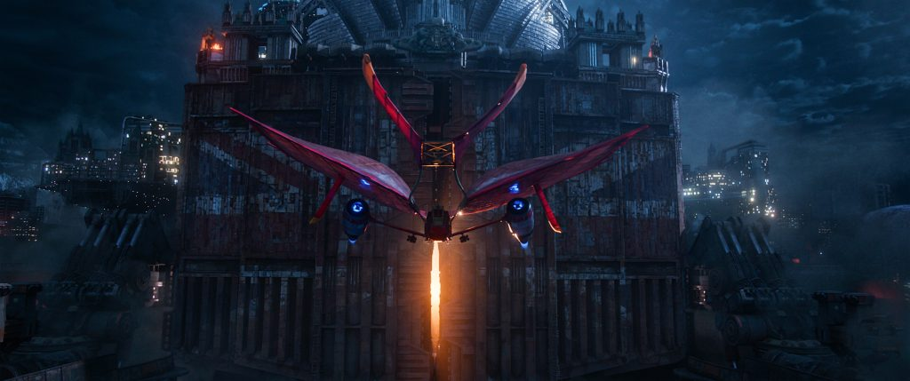 """Das Luftschiff """"Jenny Haniver"""" stellt sich gegen das mächtige London in """"Mortal Engines: Krieg der Städte"""" © Universal Pictures"""