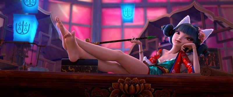 Fox, eine Dämonin im Körper einer jungen Frau, deren Fuchsohren hinter ihrem Kopf hervorlugen, lehnt gemütlich auf dem Stuhl und hat die Beine verschränkt auf ihren Schreibtisch gelegt.