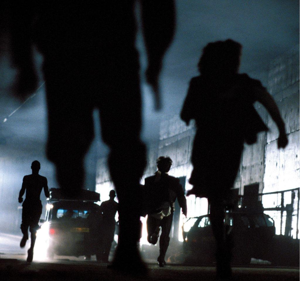 Infizierte rennen durch einen Tunnel in 28 Days Later