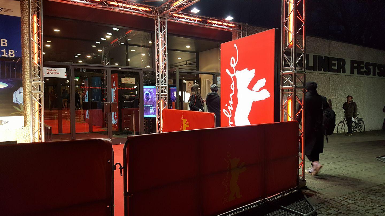 Tag 1: 7 Tage Entebbe im Haus der Berliner Festspiele
