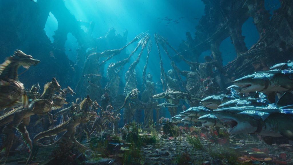 Die Welt von Aquaman entfesselt außergewöhnliche Bilder.   Aquaman Soundtrack Copyright Warner Bros.