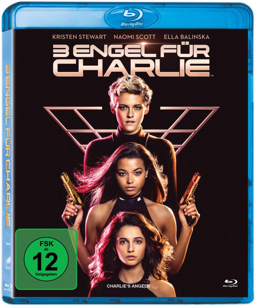 """Das Blu-Ray-Cover zu """"3 Engel Für Charlie"""" von 2019 mit Kristen Stewart, Ella Balinska und Naomi Scott, die übereinander vor schwarzem Hintergrund und dem neuen Logo posieren."""