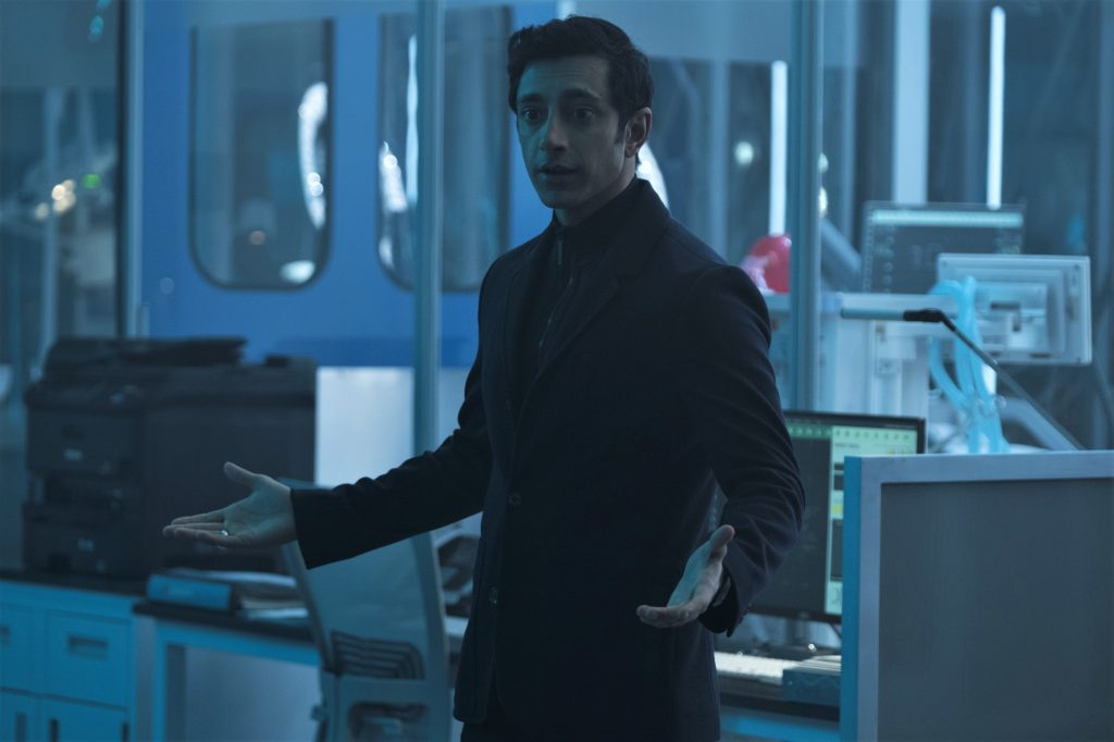Riz Ahmed als Antagonist Dr. Carlton Drake in Venom. © 2018 Columbia Pictures Industries, Inc. and Tencent Pictures (USA) LLC. All Rights Reserved. | MARVEL and all related character names: © & ™ 2018 MARVEL.
