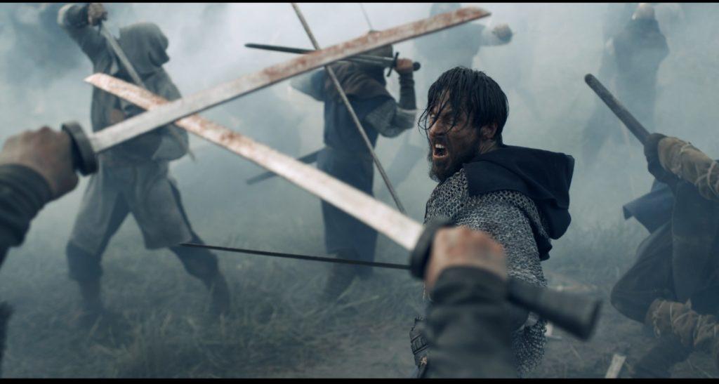 König Danylo steht wild kämpfend inmitten des Schlachtfelds, König der Krieger ©Tiberius Film