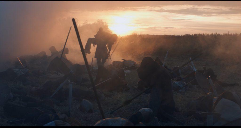Schlachtfeld vor einem Sonnenuntergang, König der Krieger ©Tiberius Film