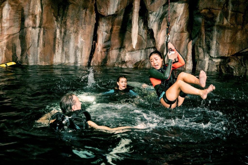 Die Mädchen aus 47 Meters Down: Uncaged versuchen der Gefahr zu entkommen.