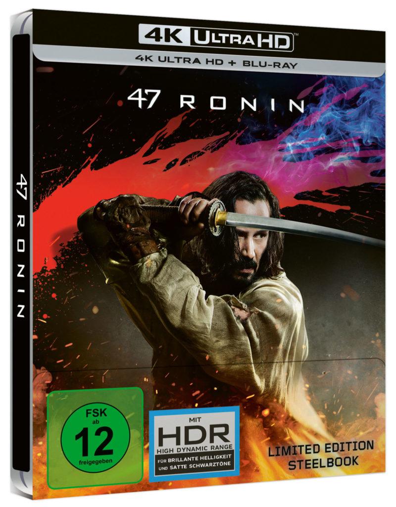 Das 4K-Steelbook-Cover von 47 Ronin zeigt Hauptdarsteller Keanu Reeves in Aktion mit einem Samurai-Schwert. Im Hintergrund ein artifizieller Blutspritzer, im Vordergrund ein funkensprühendes Feuer.