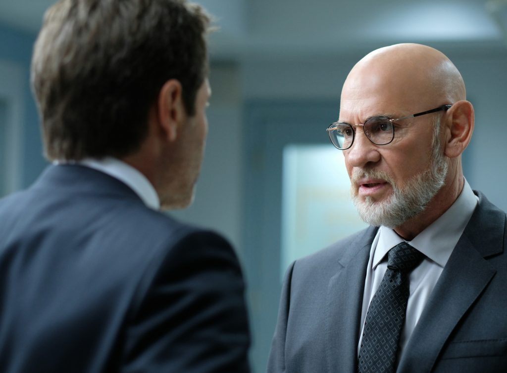 Ein klärendes Gespräche zwischen Mulder und Skinner in Akte X- Staffel 11 von © 2018 Twentieth Century Fox Home Entertainment