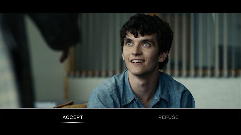 In bestimmten Situationen tauchen am unteren Bildschirmrand zwei Optionen auf, zwischen denen ihr wählen könnt © Netflix