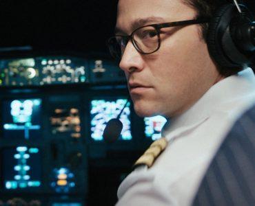 Der Co-Pilot Ellis, Joseph Gordon-Levitt, im Cockpit