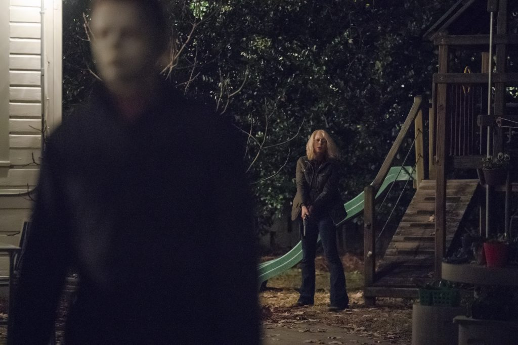 "James Jude Courtney und Jamie Lee Curtis als ""Michael Myers"" & ""Laurie Strode"" in Halloween (2018) © Universal Pictures"