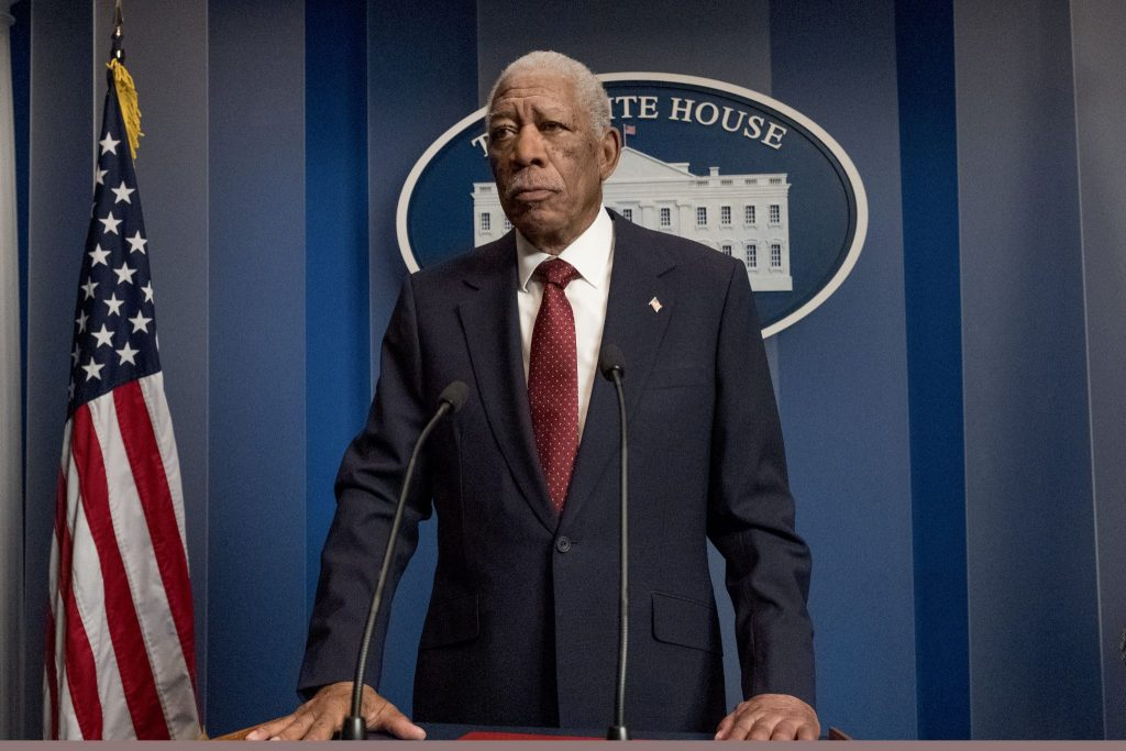 Morgan Freeman als US-Präsident Trumbull steht vor den Journalisten im Weißen Haus in Angel Has Fallen