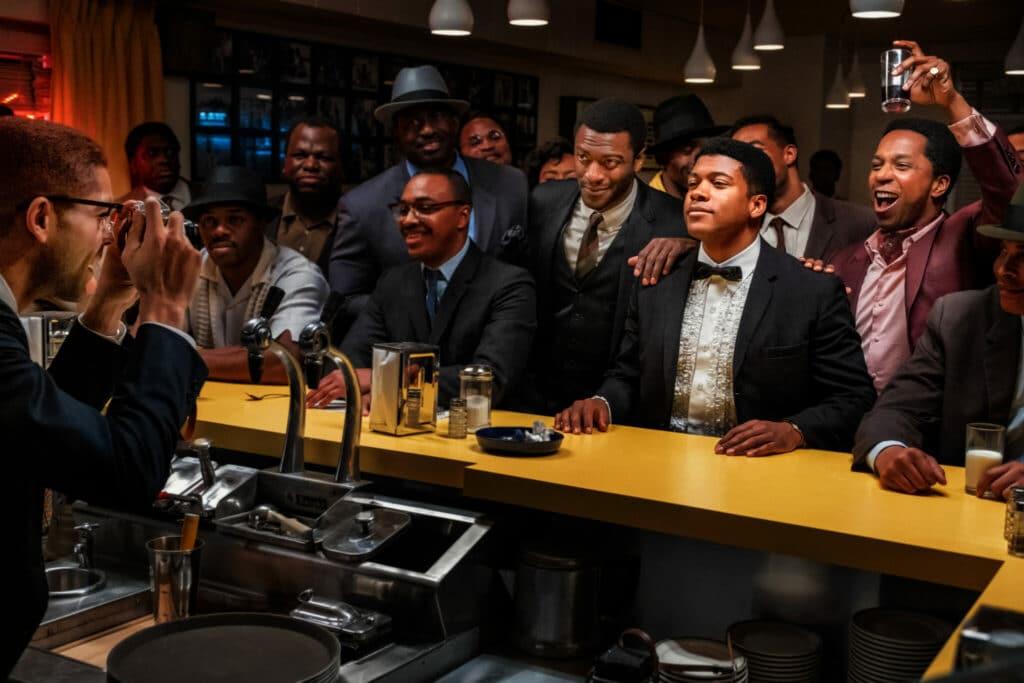 Cassius Clay lässt sich an der Theke inmitten seiner Freunde fotografieren - Neu bei Prime im Januar 2021