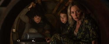 Evelyn (Emily Blunt) verschanzt sich in A Quiet Place 2 mit ihren Kindern.