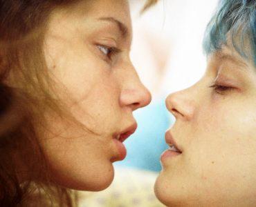 Adèle und Emma kommen sich näher in Blau ist eine warme Farbe ©Alamode Film