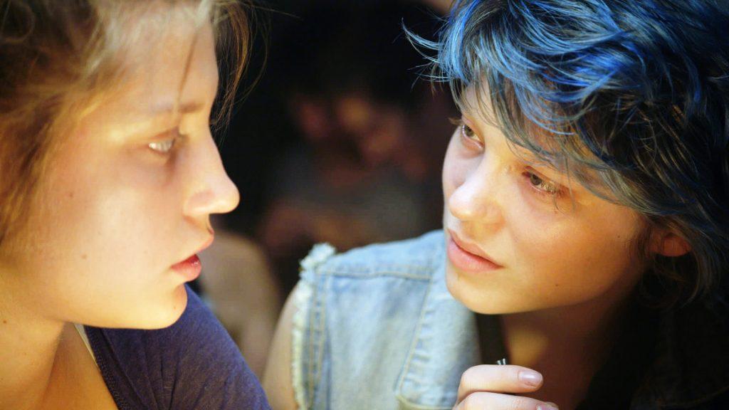 Adèle Exarchopoulos und Léa Seydoux lernen sich als Adèle und Emma kennen in Blau ist eine warme Farbe ©Alamode Film