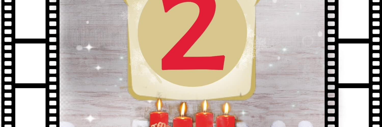 Filmtoast begrüßt zum Adventsfrühstück Podcast #2. Auf dem Bild sind eine Menge Weihnachtsmützen. In der Mitte ist ein Adventskranz mit vier angezündeten Kerzen. Darüber schwebt das Filmtoast-Logo mit einer großen roten 2 darin. Umrandet wird das Bild von zwei Filmrollen.