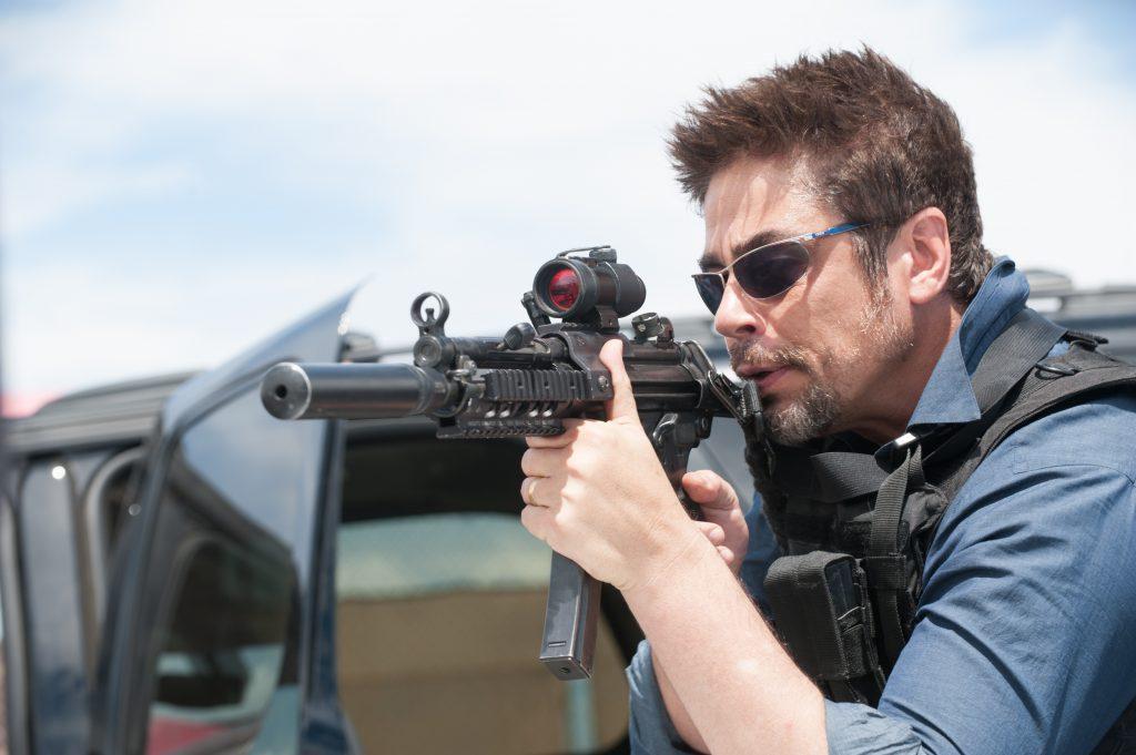Benicio Del Toro mit Waffe im Anschlag - Neu bei Prime im März 2021