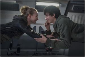 Asa Butterfield und Britt Robertson schweben in Den Sternen so nah aus 2017