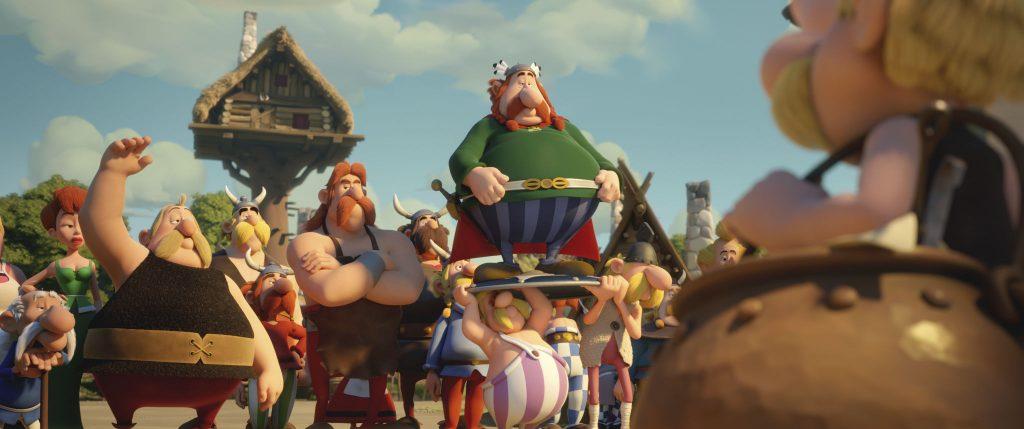 Verleihnix, Automatix, Majestix und die anderen Dorfbewohner verabschieden Asterix, Obelix und Miraculix, die sich aufmachen, einen würdigen Druiden-Nachfolger zu finden © Universum Film