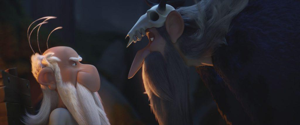Miraculix (links) konfrontiert den finsteren Druiden Dämonix (rechts) © Universum Film