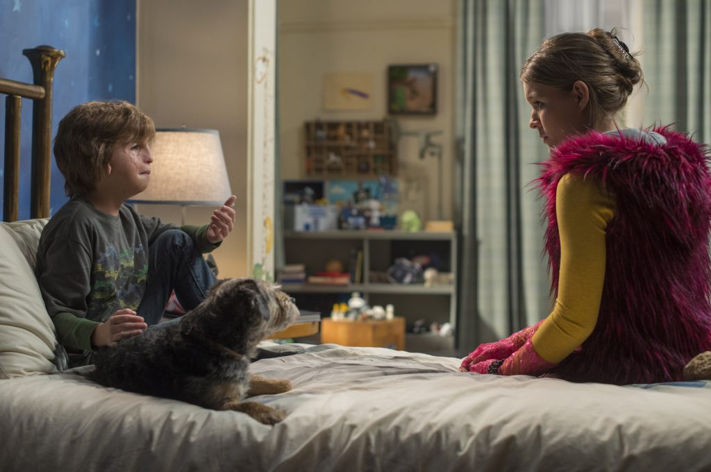 Auggie (Jacob Tremblay) schüttet seiner Schwester Via (Izabela Vidovic) das Herz aus in Wunder