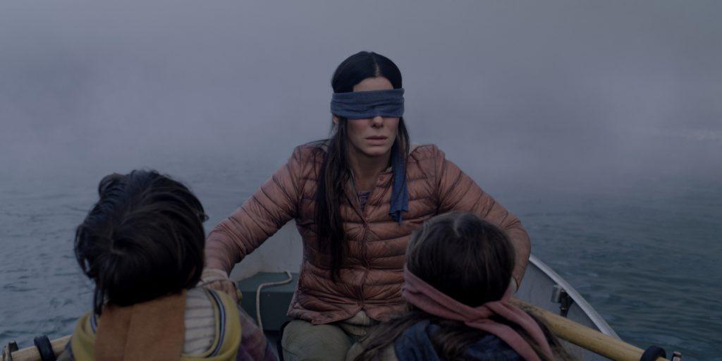 Sandra Bullock auf einer gefährlichen Flucht in Bird Box. © Netflix