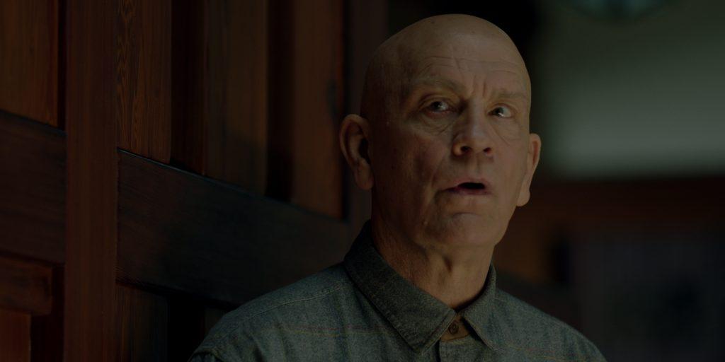 Schauspiel-Legende John Malkovich als charismatisches Arschloch Douglas in Bird Box. © Netflix