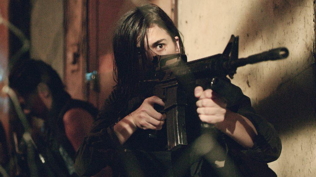 Nina (Anne Curtis) will der Hölle der Slums mit allen Mitteln entfliehen. | BUYBUST © Capelight Pictures